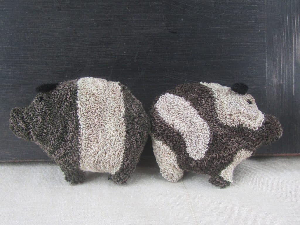 Primitive pig punch needle pattern