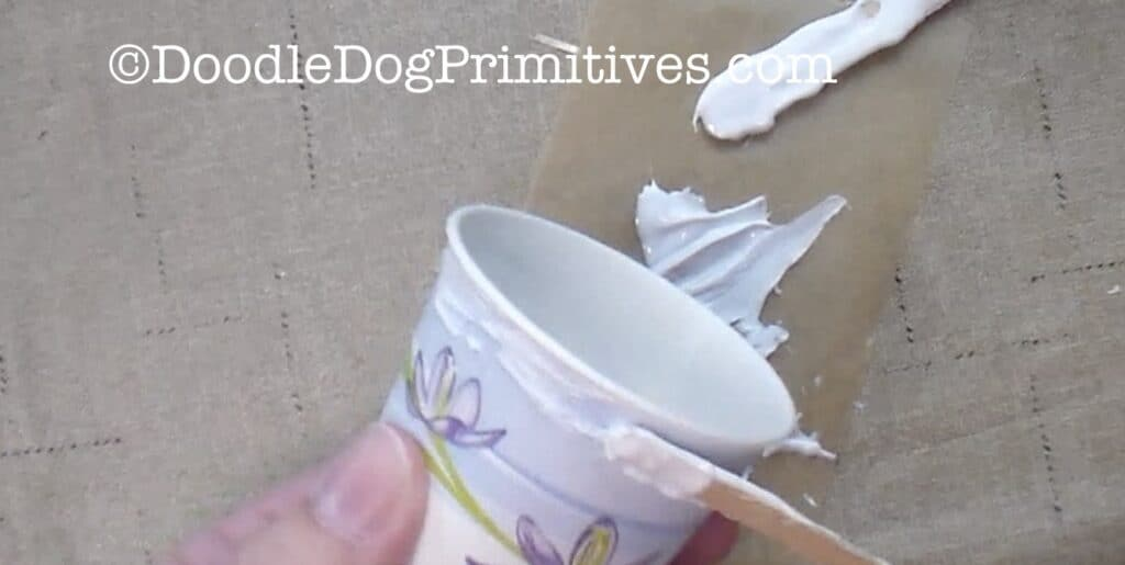 spread glue on cup